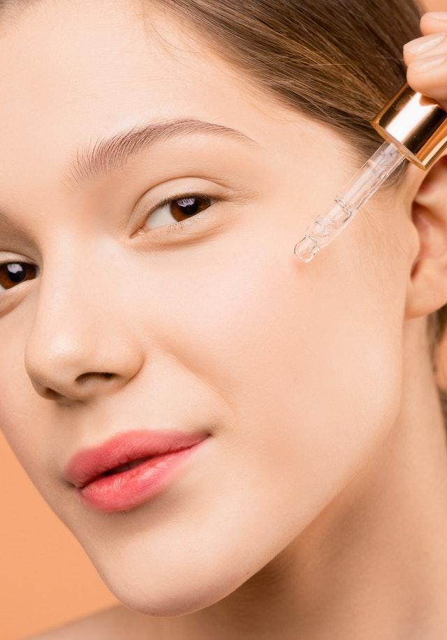 Découvrez comment combattre naturellement les acnés